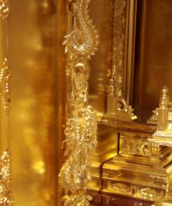 高田派仏壇の特徴・小柱の彫